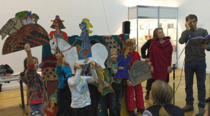 Урок игры на лютне в честь короля в Радиошколе Детских Писателей
